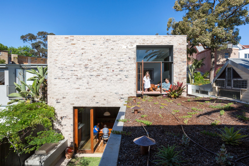 4d6c3506_aileensage_courtyardhouse_141007