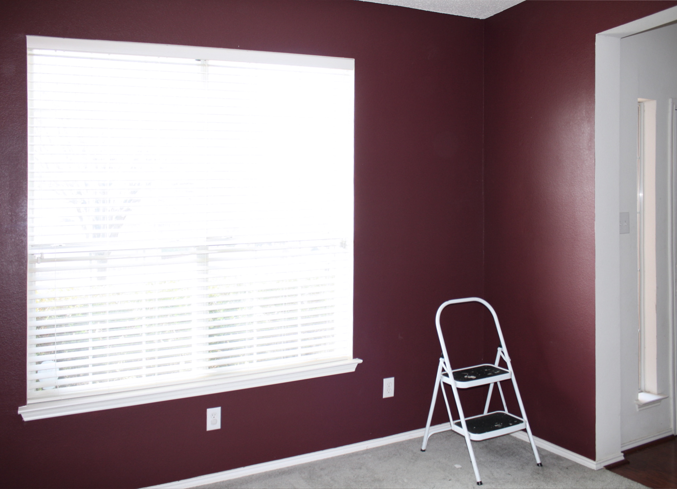 Red-And-Maroon-Colors-Room копивя